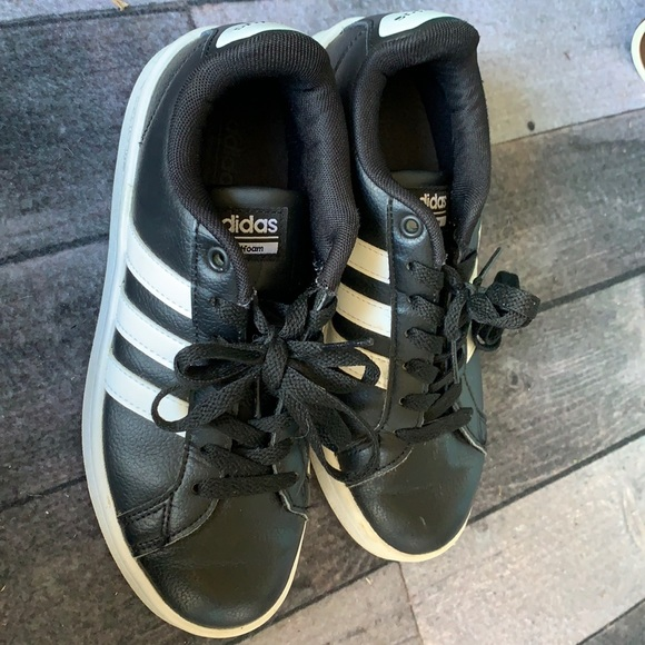 Adidas Women's NEO Cloudfoam Black size 5